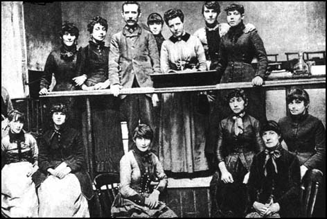 Herbert Burrows and Annie Besant, together with Matchgirls Strike Committee in 1888